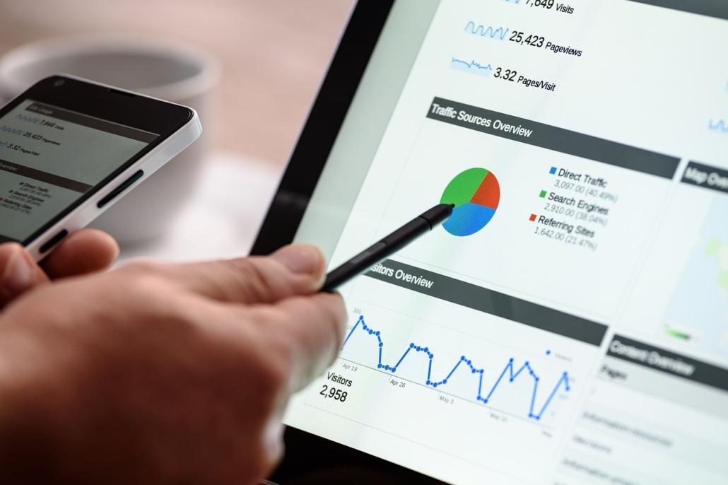 Data Scientist analysiert Daten